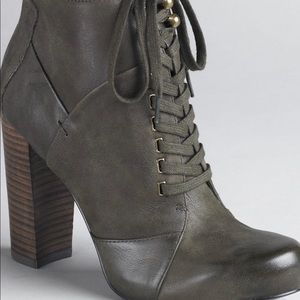 Nine West Checkit Suede boots 8